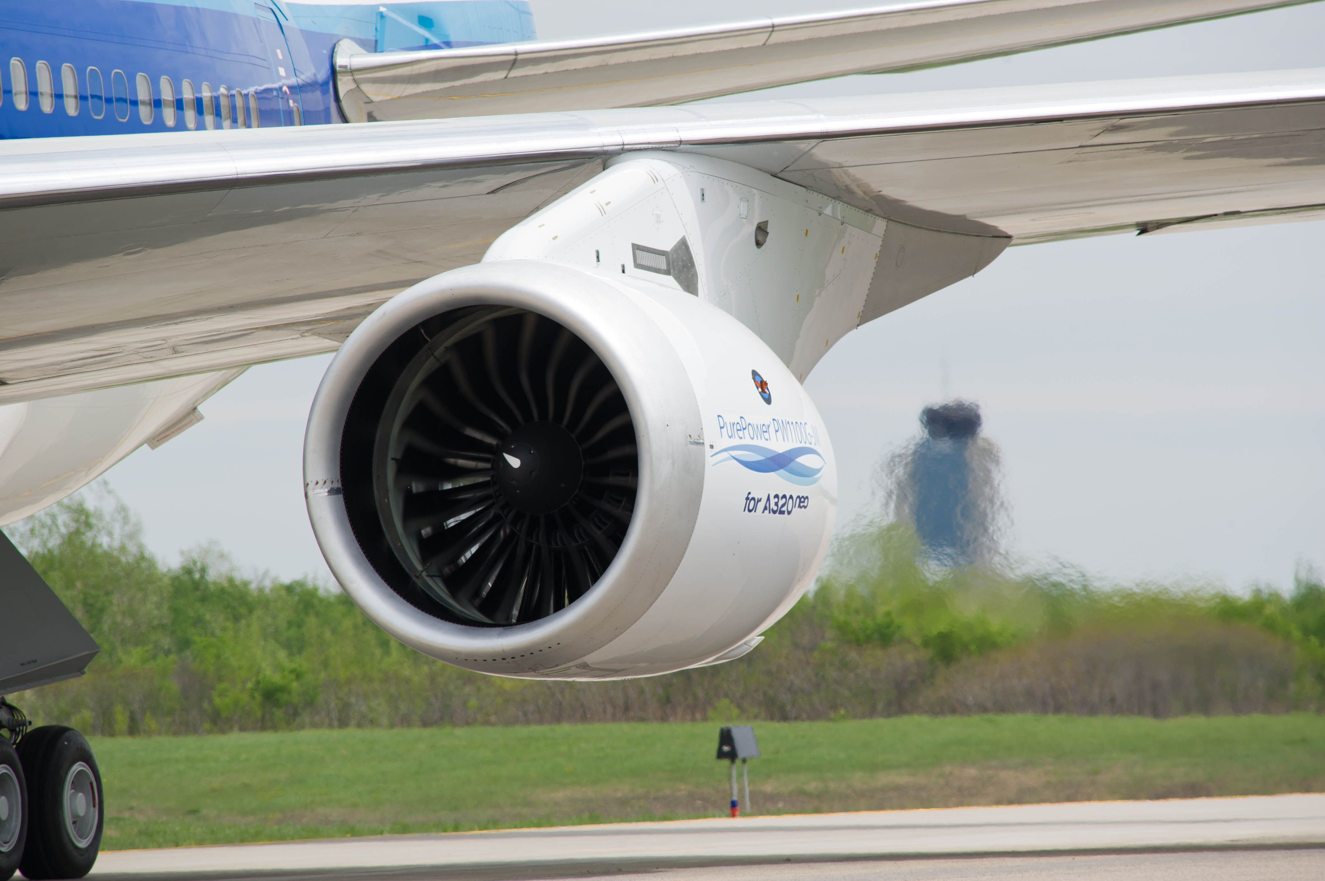 Alcoa announced a 10-year, $1.1 billion agreement with Pratt & Whitney, a division of United Technologies Corp., for state-of-the-art jet engine components including the forging for the first ever aluminum fan blade for Pratt & Whitney